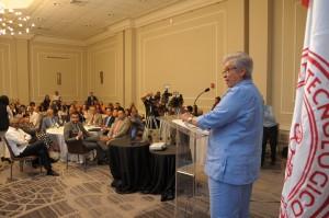 Altagracia Guzmán habla en discusión plan decenal de salud.
