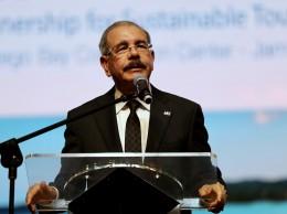 Danilo Medina mientras habla en una conferencia sobre empleo y turismo en Jamaica.