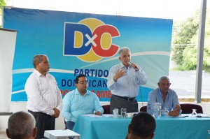 Eduardo Estrella habla en reunión del Consejo de Dominicanos por el Cambio.