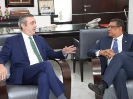Luis Abinader y Rubén Maldonado, presidente de la Cámara de Diputados.