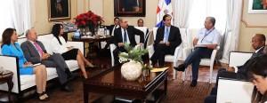 Medina reunido con funcionarios del transporte en el Palacio Nacional.