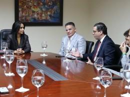 Miembros del Conep con la directora del Infrant, Franchesca de los Santos.