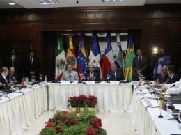 Representantes del Gobierno de Maduro y de la oposición en mesa de diálogo con Danilo Medina y José Luis Rodríguez Zapatero.