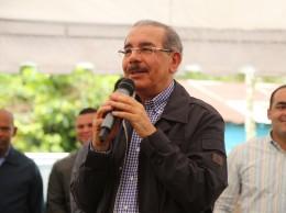 Danilo Medina habla en encuentro con productores de Villa Altagracia.