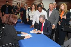 Franklin García Fermín inscribe candidatura a vicepresidencia del PRM.