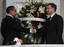 Mariano Germán y Jean Alain Rodríguez en el Altar de la Patria.