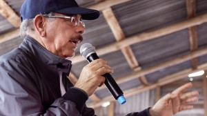 Danilo Medina habla a porcicultores y cacaocultores de SPM.