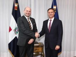 El procurador Jean Rodríguez y el ministro Soren Pape Poulsen.