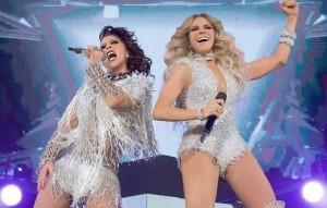 Alejandra Guzmán y Gloria Trevi en concierto.