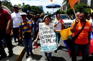Venezolanos protestan en las calles contra Nicolás Maduro.