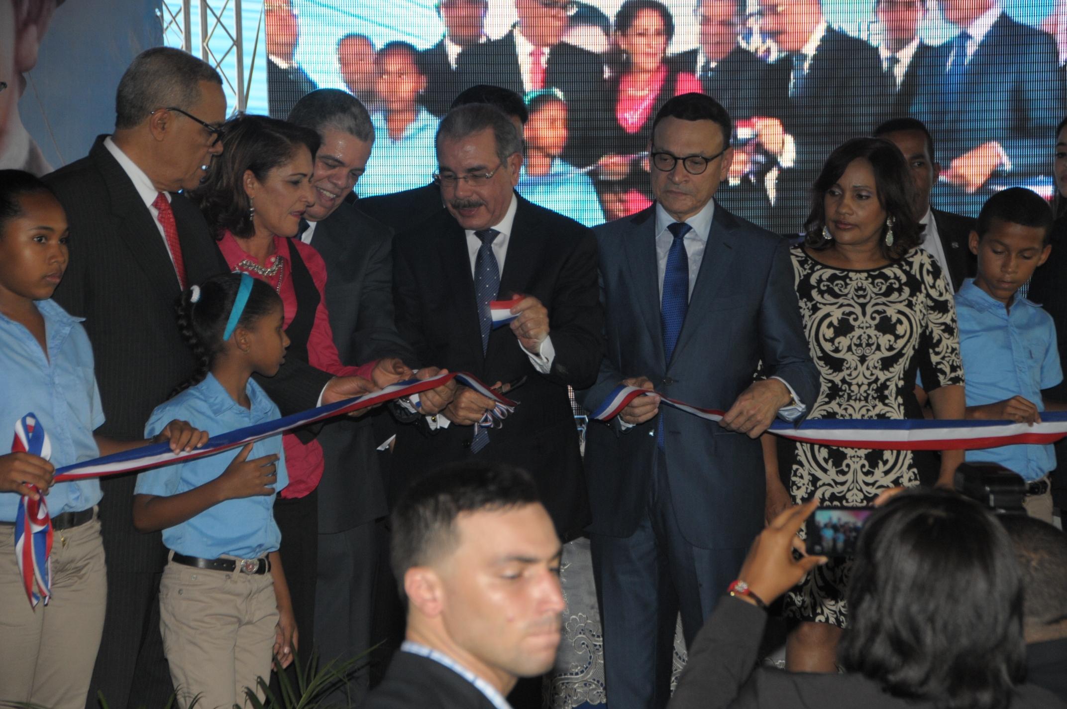 Presidente Medina reanuda inauguración de escuelas en Valverde ...